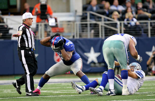 New York Giants' Chris Canty celebrates after sacking Dallas Cowboys' quarterback Tony Romo during the second half at Cowboys Stadium in Arlington, Texas, Sunday, Oct. 28, 2012. The Giants won, 29-24. Photo: Jerry Lara, Express-News / © 2012 San Antonio Express-News