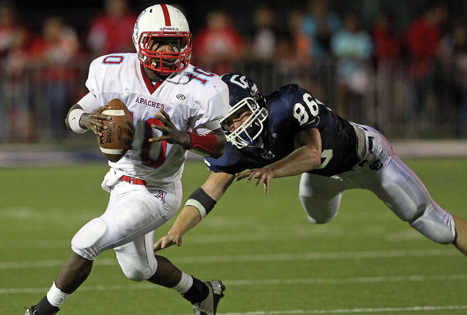 TAPPS 2-I: Antonian quarterback Chad Tatum threw for 939 yards during the Apaches' 9-2 campaign last season. Photo: Tom Reel, San Antonio Express-News / ©2012 San Antono Express-News