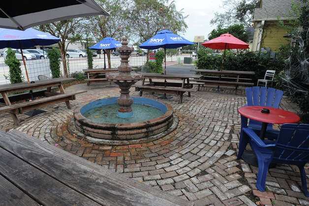 The outdoor patio at Luke's in Beaumont offers tables, a water fountain, a fire pit and games.  Photo taken Thursday, October 18, 2012 Guiseppe Barranco/The Enterprise Photo: Guiseppe Barranco, STAFF PHOTOGRAPHER / The Beaumont Enterprise