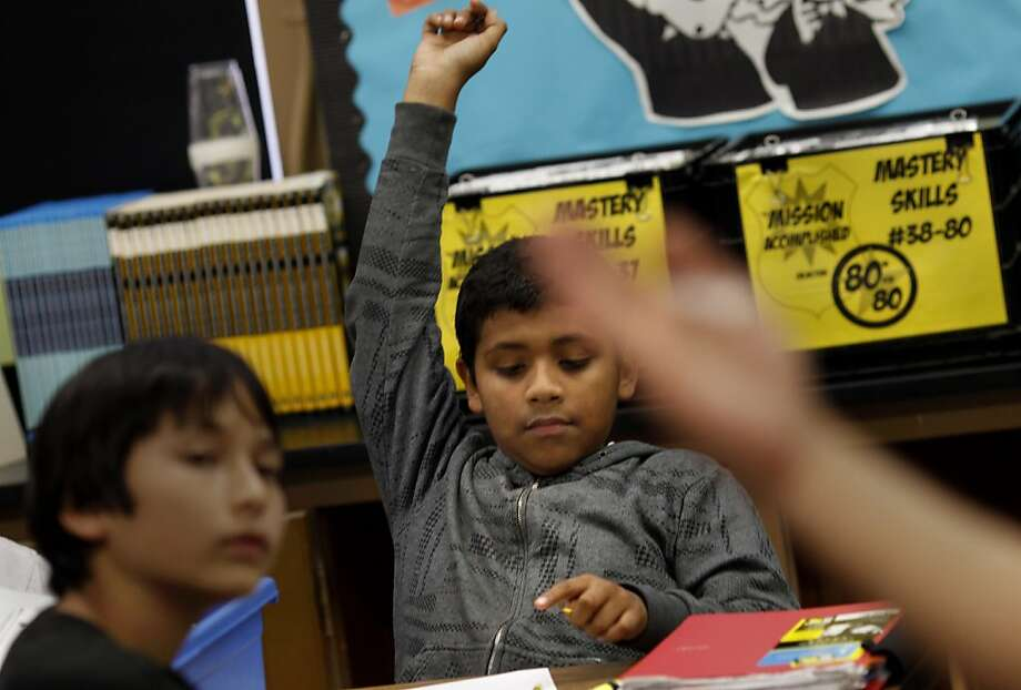Sixth- graders in a math class at San Francisco's Everett Middle School respond to a question. S.F. and Oakland school district officials dropped bids for federal funds for math resources after a stalemate with teachers unions. Photo: Brant Ward, The Chronicle