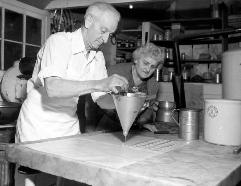 This image shows Mr. And Mrs. Benjamin Johnson making candy at their Bellevue Kandy Kottage, which w