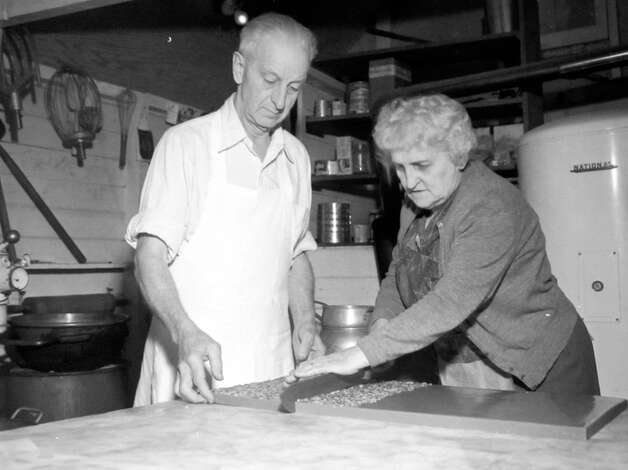 This image shows Mr. And Mrs. Benjamin Johnson making candy at their Bellevue Kandy Kottage, which was at 1910 104th N.E., according to photographer notes preserved at MOHAI. Photo: MOHAI, Seattle Post-Intelligencer Collection, Davis