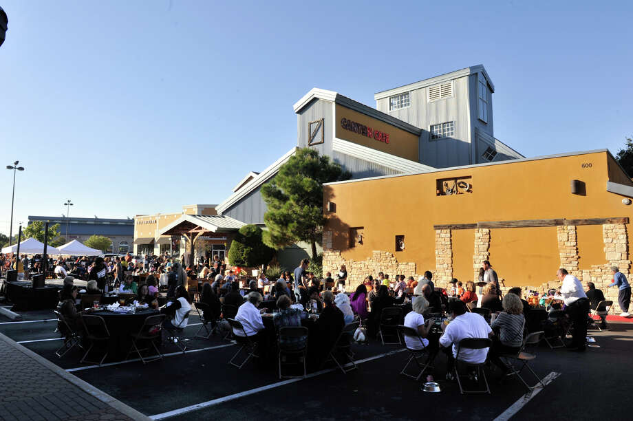 """A good crowd attended the San Antonio Humane Society's """"Paws on the Patio"""" fundraiser at the Canyon Cafe Monday afternoon. Photo: Robin Jerstad/For The Express-Ne"""