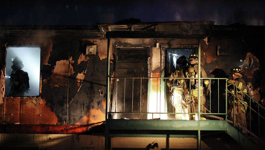 Members of the SAFD work the scene of a fire in the 1200 block of E. Mulberry Ave. Monday Oct. 29, 2012. Photo: Edward A. Ornelas, San Antonio Express-News / San Antonio Express-News