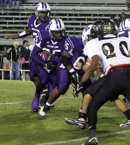 Brandon Johnson looks for running room against Anahuac. Photo: Charles Kerr
