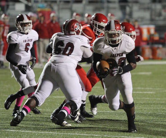 Terrance Cuney goes up the middle for a five-yard scoring run. Photo: Jason Dunn
