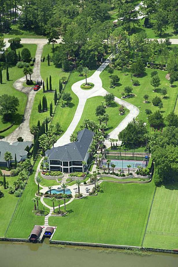 View of 18728 Palm Beach Blvd. from the air. Photo: Travis Nichols