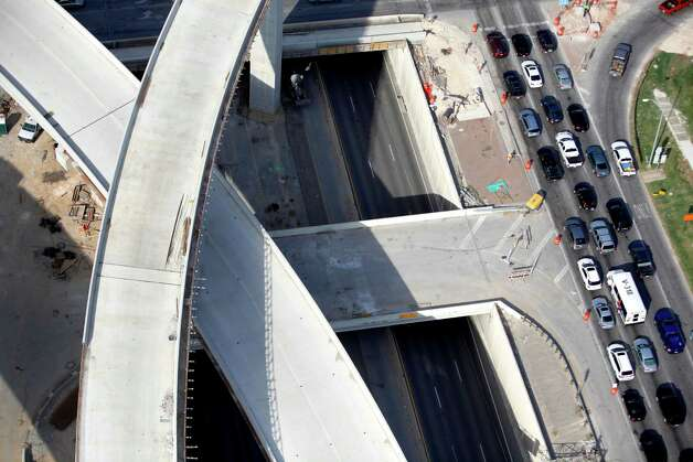 Traffic on the U.S. 281 northbound access road is seen on the right in this Oct. 25, 2012 aerial photo as the still-under-contruction connector ramps from Loop 1604 are seen at left. Photo: William Luther, San Antonio Express-News / San Anotnio Express-News