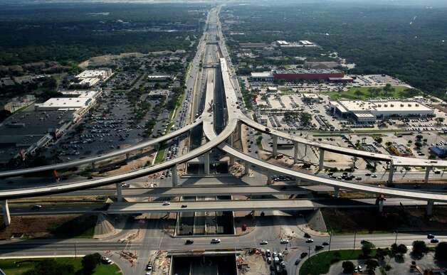 The entire 281-1604 interchange project is slated to be completed by May. Photo: William Luther, San Antonio Express-News / San Anotnio Express-News