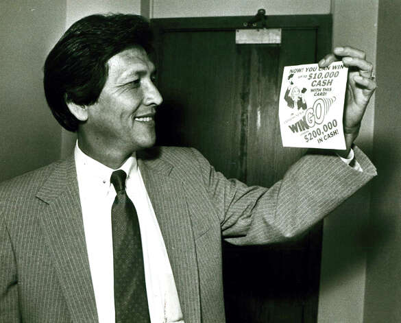 Frank D. Wing displays a San Antonio Express-News Wingo card on June 23, 1983. Photo: San Antonio Express-News