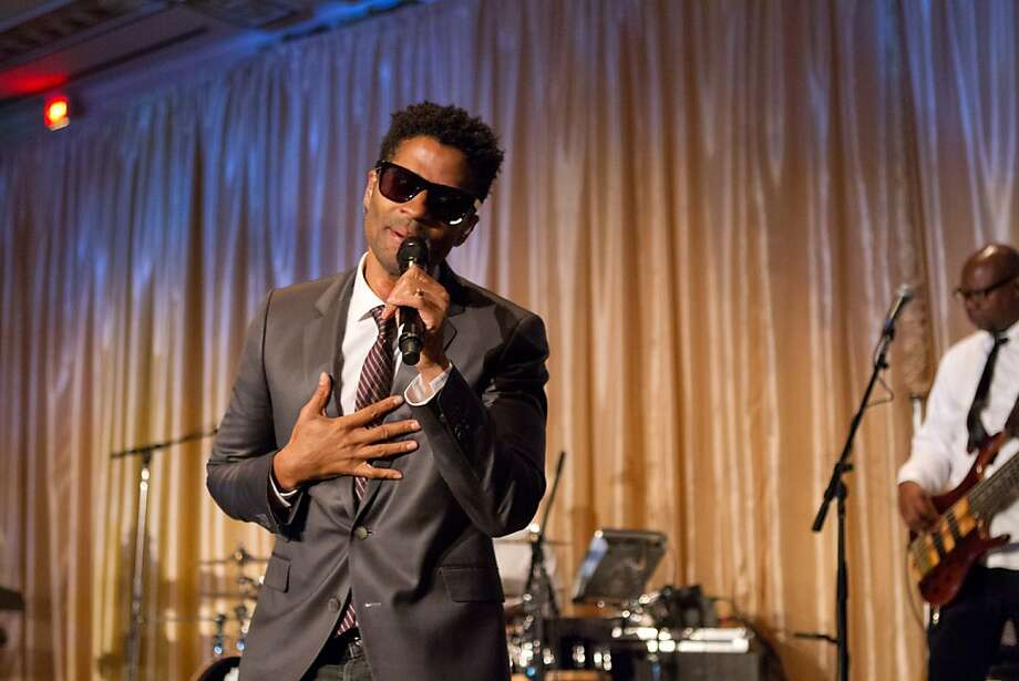 R&B/neo-soul singer Eric Benet performs at MOAD's seventh annual gala. Photo: Drew Altizer Photography, Drew Altizer