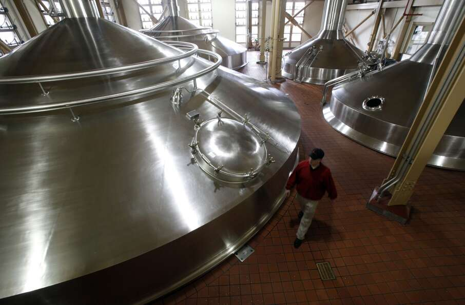 Brewmaster: The typical brewmaster salary ranges from $25,000 at a local brew pu