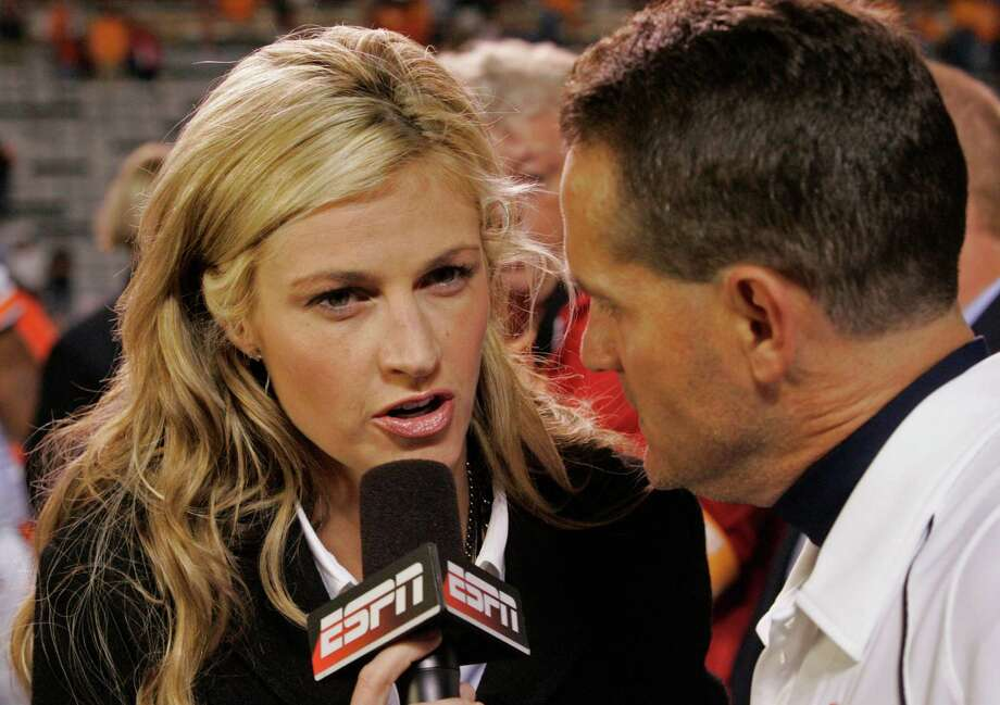 Broadcast sports reporter: Erin Andrews is probably one of the most well-known sports reporters. The average broadcast sports reporter isn't doing as well as Andrews. The median wage for the approximately 10,480 US broadcast journalists is $54,140. Find broadcast sports report jobs here. Photo: Wade Payne, . / FR23601 AP