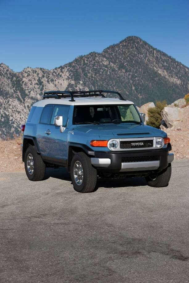 Midsize SUVs: Toyota FJ Cruiser Photo: . / 2010 Dewhurst Photography