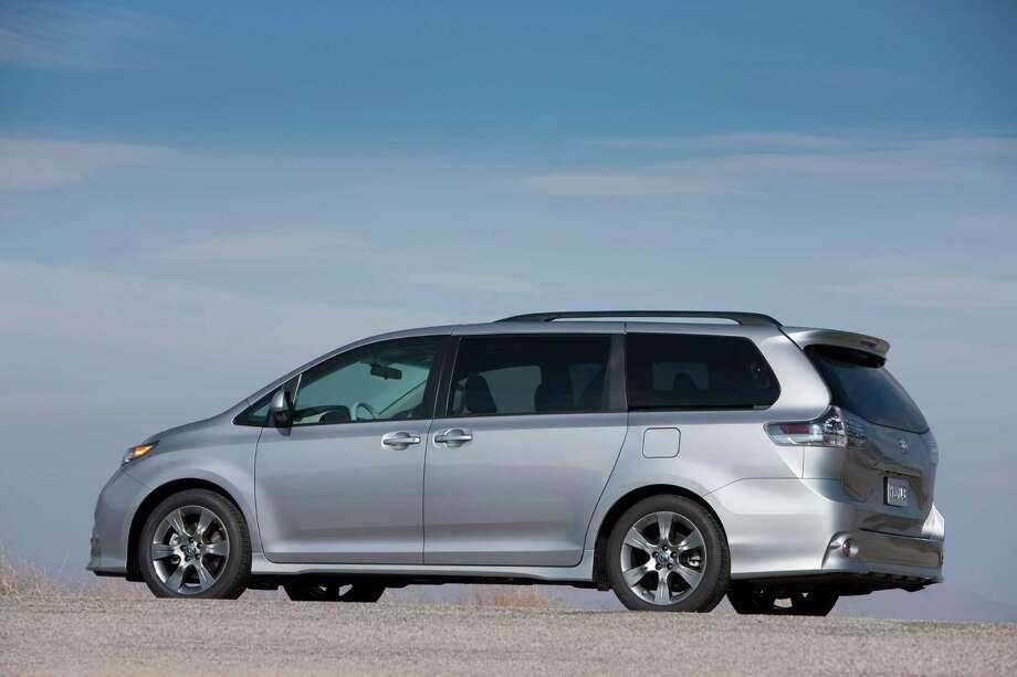 Minivans: Toyota Sienna Photo: . / Dewhurst Photography