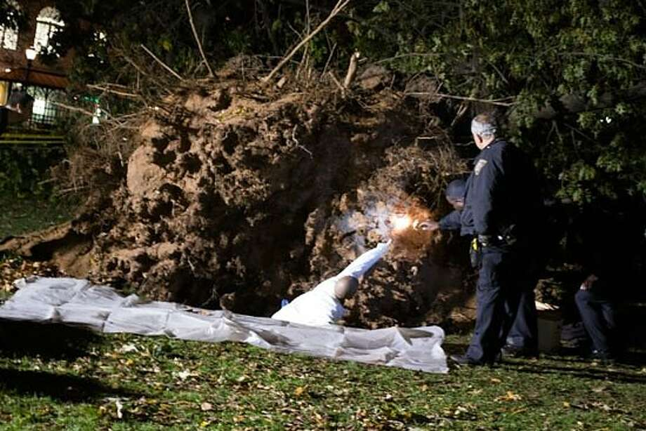 """Death investigator"" Alfredo Camargo works with police to examine the skeletal remains. (Melissa Bailey / New Haven Independent)"