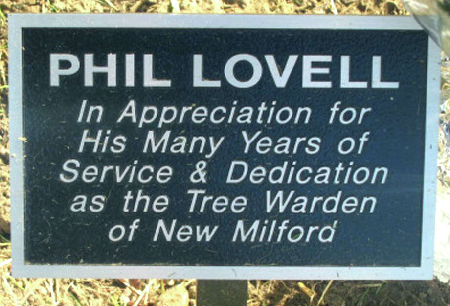 A plaque at the foot of the Lovell tree on the front lawn of the Richmond Citizen Center explains why Mr. Lovell has been honored by New Milford. September 2012 Photo: Norm Cummings