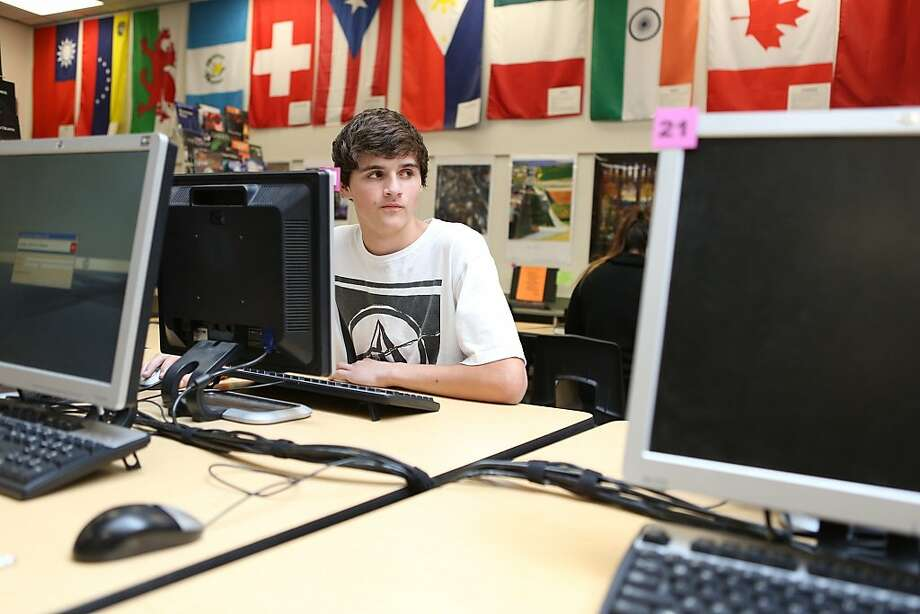 Teachers let students use computers in class despite distractions. Photo: Jim Mcauley, Associated Press