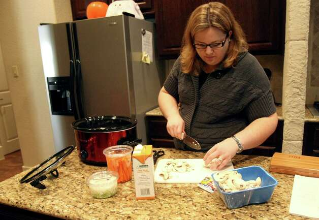 Jennifer Duplantis Milikien makes a slowcooker chicken noodle soup on Monday Oct. 29, 2012. Photo: Helen L. Montoya, San Antonio Express-News / San Antonio Express-News