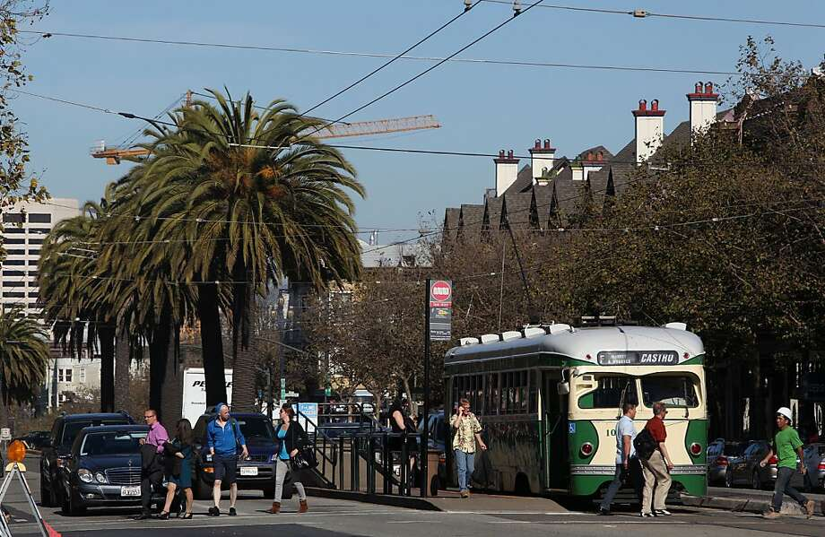 The problematic palm trees with tenacious roots grace Market Street's median. Photo: Liz Hafalia, The Chronicle