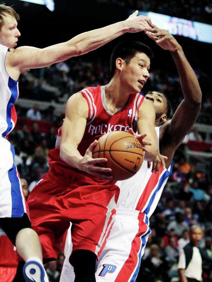 Jeremy Lin, who had eight assists in his Rockets debut, prepares to pass after splitting a double team. Photo: Duane Burleson, FRE / FR38952 AP