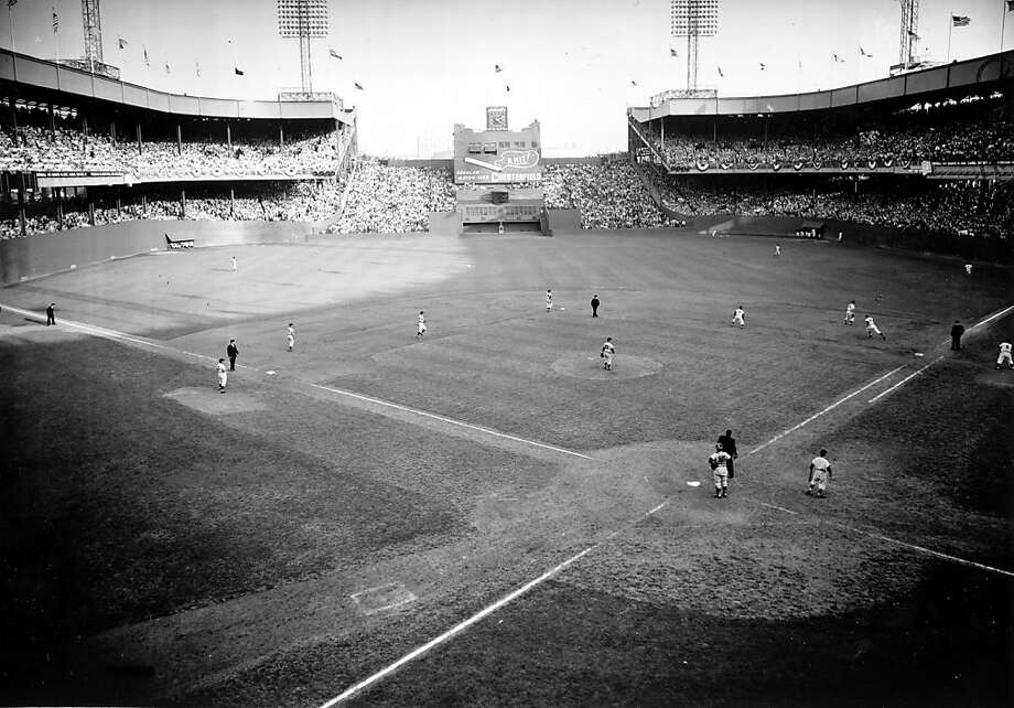 The Giants' Dusty Rhodes (rounding first base) had a pinch-hit, three-run homer off Cleveland's Bob Lemon in the 10th inning of Game 1 of the '54 World Series. Photo: Murray Befeler, ASSOCIATED PRESS