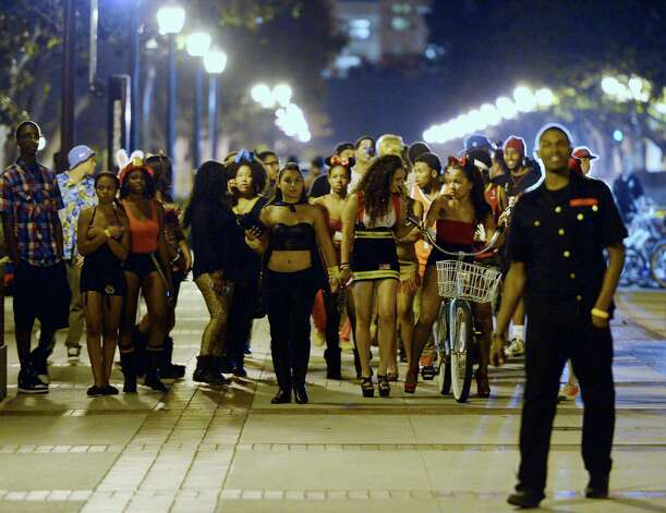 Students and people who attended a party on the campus of USC are allowed to leave after the USC campus was in lockdown. Photo: Kevork Djansezian, Getty / 2012 Getty Images
