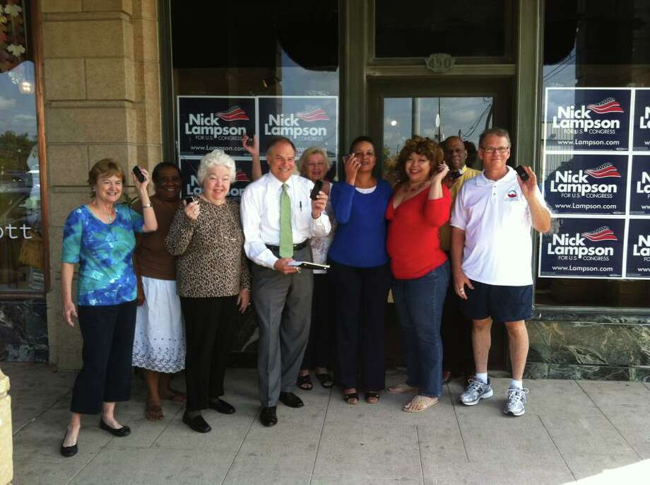 Nick Lampson meets with phone bank volunteers. ((Nick Lampson Facebook Page))