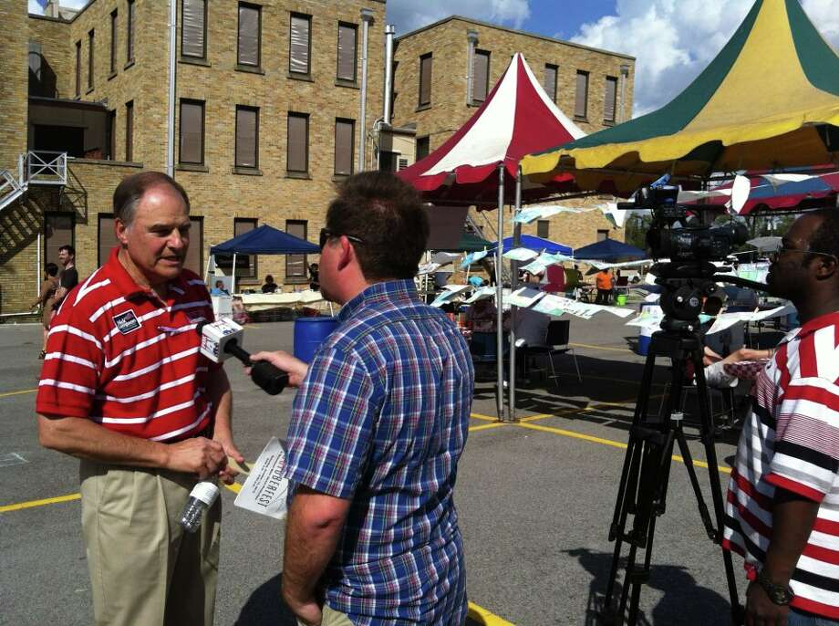 Nick Lampson talks about issues with voters at Barktoberfest.  ((Nick Lampson Facebook Page))