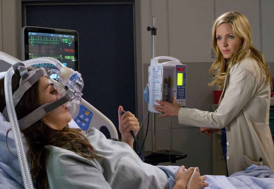 Grace (Jordana Spiro) checks the status of her patient (Laura Breckenridge), who's in desperate need of a new heart, in a powerful episode of 'The Mob Doctor.' Photo: Fox