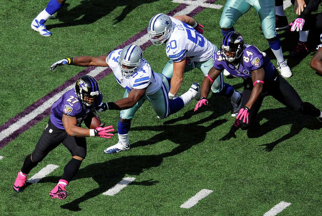 Baltimore Ravens running back Ray Rice, left, rushes past Dallas Cowboys dedenders Bruce Carter, second from left, and Sean Lee in the first half of an NFL football game in Baltimore, Sunday, Oct. 14, 2012. (AP Photo/Nick Wass) Photo: Nick Wass, Associated Press / FR67404 AP