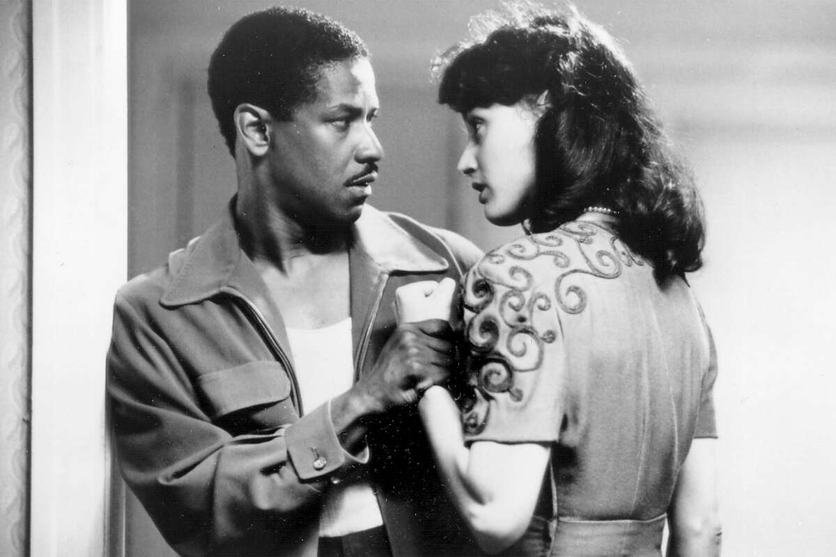 00434790.0MV NBC 4/25/99 9:00 PM Topical Best Bet Denzel Washington plays a 1940s private eye in the movie drama ''Devil in a Blue Dress, also starring Jennifer Beals and airing Sunday, April 25 (9-11:10 p.m. ET) on NBC.