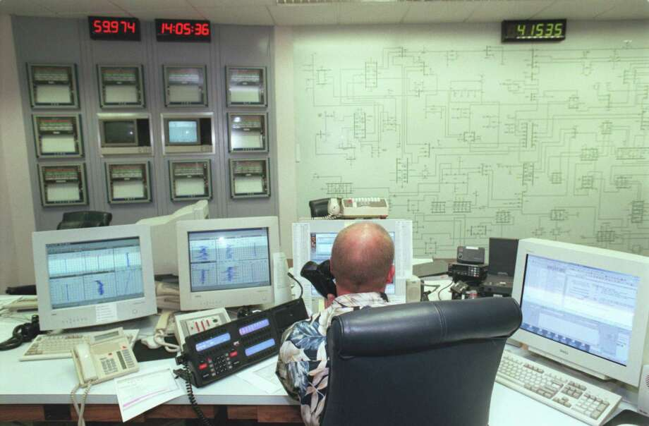 A system controller works in the control room at an ERCOT site. ERCOT operates most of the state grid. Photo: Ted Albracht, Freelance / Freelance