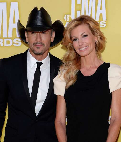 (L-R) Country music artists Tim McGraw and Faith Hill attend the 46th annual CMA Awards at the Bridg