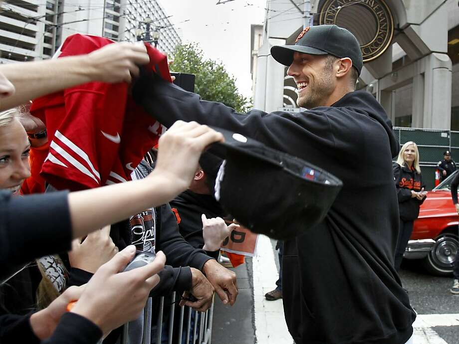 Alex Smith, greeting Giants fan, wouldn't mind if Matt Cain got to return the favor of chauffeuring. Photo: Brant Ward, The Chronicle