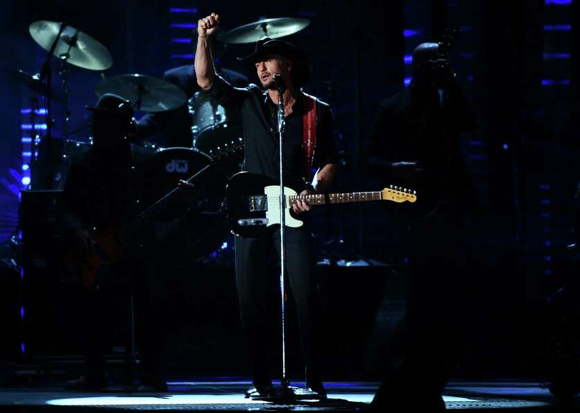 NASHVILLE, TN - NOVEMBER 01:  Tim McGraw performs during the 46th annual CMA Awards at the Bridgesto