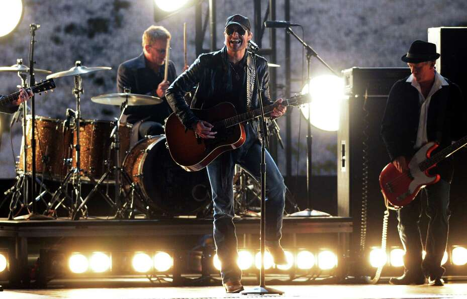 NASHVILLE, TN - NOVEMBER 01: Eric Church performs during the 46th annual CMA Awards at the Bridgesto