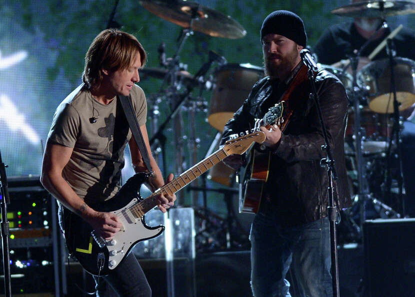 NASHVILLE, TN - NOVEMBER 01:  (L-R)  Keith Urban and Zac Brown perform during the 46th annual CMA Aw