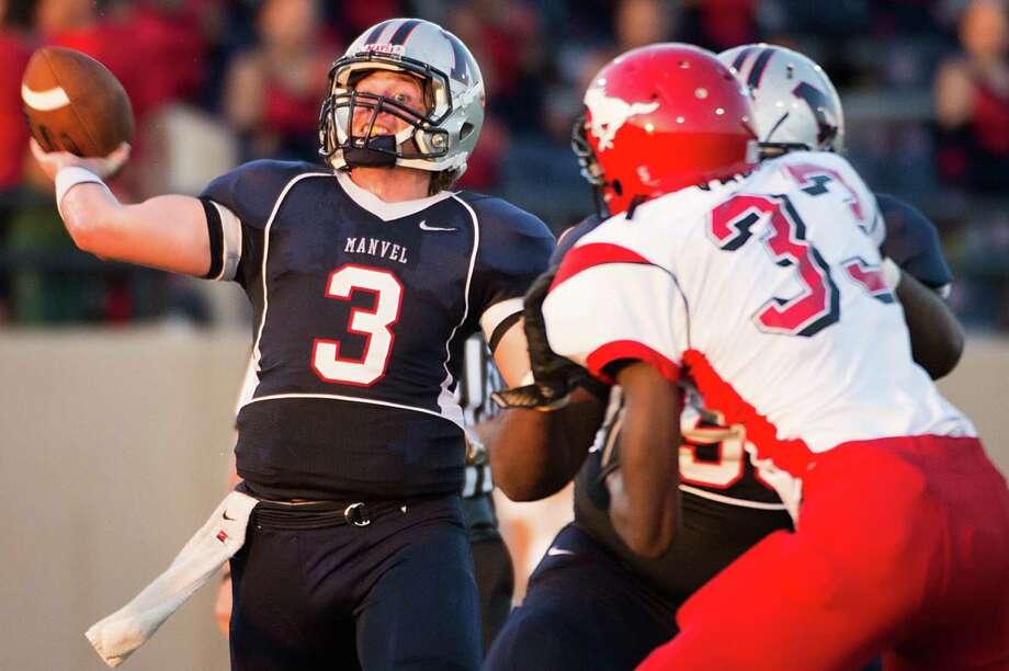 Manvel quarterback Shane McCarley has thrown 36 touchdown passes through eight games this season. Photo: Smiley N. Pool, Staff / Houston Chronicle