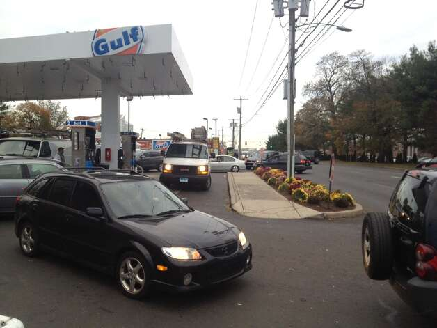 East Main. Motorists, many from out of state,  looking for gas at Gulf Express next to Exit 9 tied up traffic on northbound East Main Street this morning. Photo: Stamford Advocate