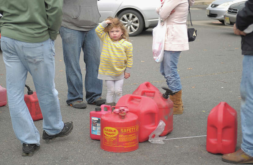 MANALAPAN, NJ - NOVEMBER 01:  People wait for hours with gas canisters at a Gulf gas station on Nove