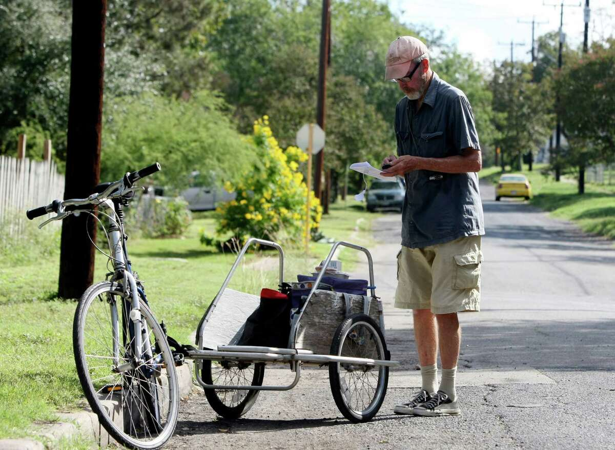 While most volunteers with Meals on Wheels use their cars or trucks to make deliveries, Jack Elder uses his bicycle. A long time environmentalist, Elder has ridden a bike for more than 30 years for exercise.