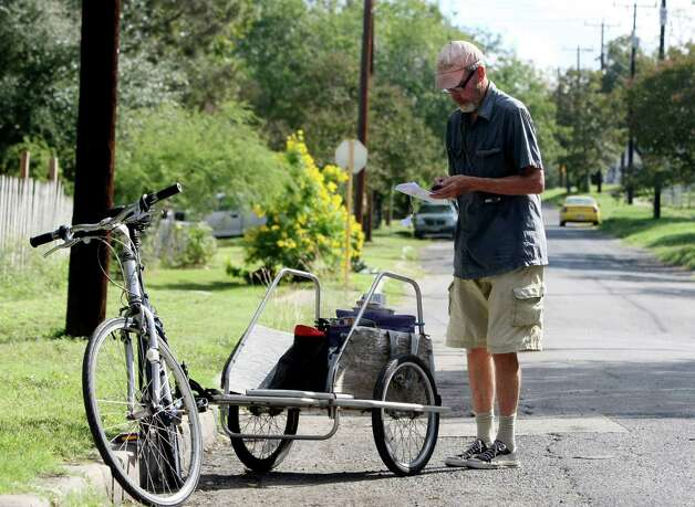 While most volunteers with Meals on Wheels use their cars or trucks to make deliveries, Jack Elder uses his bicycle. A long time environmentalist, Elder has ridden a bike for more than 30 years for exercise. Photo: Helen L. Montoya, San Antonio Express-News / ©SAN ANTONIO EXPRESS-NEWS