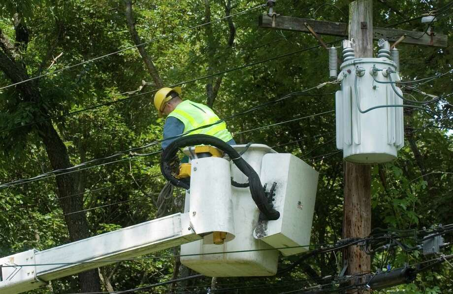 In this file photo a CL&P lineman works on a power line on Wayfaring Road in Norwalk. Photo: CHRIS PREOVOLOS, ST / © 2006, SCNI