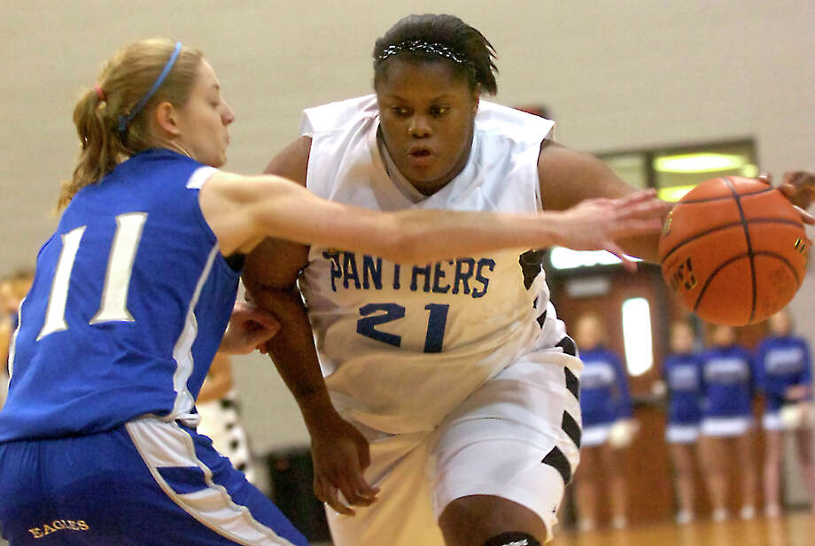 Ozen's Nekia Jones drives the ball as Barbers Hill's Shannon Evans guards at the Aldine Campbell Center in Houston, Saturday, February 25, 2012. Tammy McKinley/The Enterprise Photo: TAMMY MCKINLEY