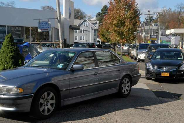Cars line up for gas at the Gulf station on West Broad St in Stamford, Conn. on Friday November 2, 2012. Photo: Dru Nadler / Stamford Advocate Freelance