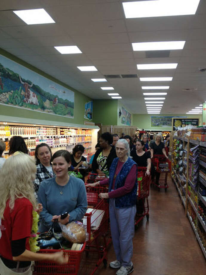 New Trader Joe S Draws Big Crowd San Antonio Express News