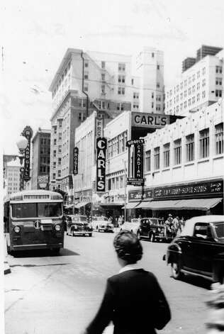 Houston street was booming with business as seen here in this picture from 1946. Frosts, Carl's (at center), and Siegel's were all lined in a row (from left to right) next to the Gunter Hotel (to the left of Frosts) and are among many others that have gone by the wayside. Photo: EXPRESS-NEWS FILE PHOTO
