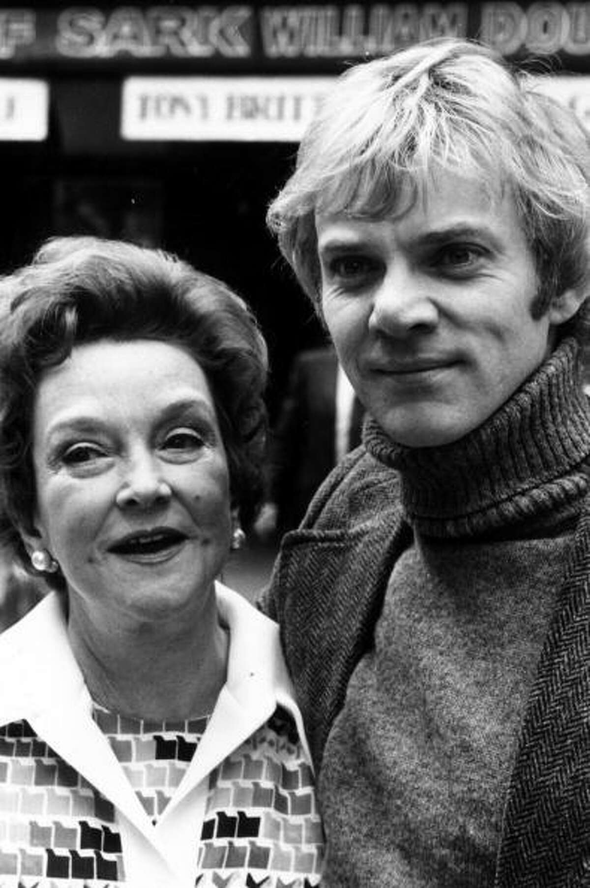 BERYLComic actress Beryl Reid, shown in 1975 with co-star Malcolm McDowell of