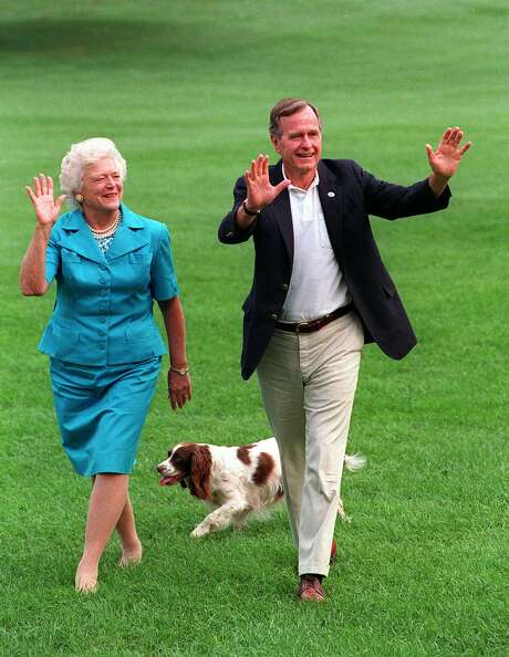 Millie tails President George H. W. Bush and first lady Barbara Bush across the South Lawn in 1992. Photo: J. Scott Applewhite, STF / AP